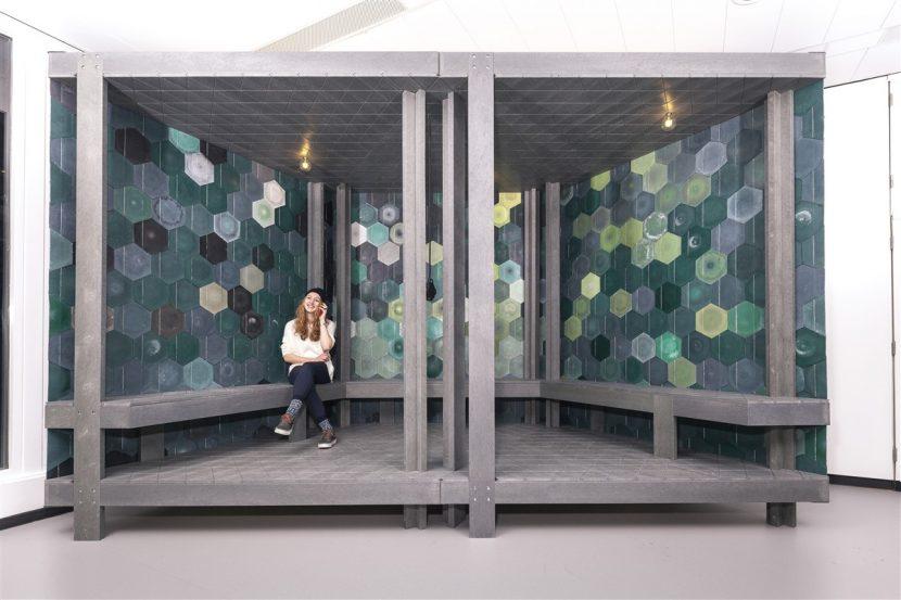 Afval op zijn mooist. Bureau SLA en Overtreders W transformeren plastic huisafval tot het mooiste bouwmateriaal ever - in hun eigen fabriek.