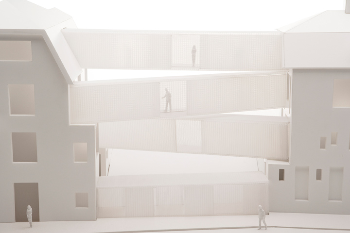 Het nieuwe ontwerp voor het glasmuseum koppelt beide oude villa's aan elkaar door middel van 'verbindingszalen'. Hierdoor ontstaan lange lijnen en worden de tentoonstellingszalen 40 meter lang. De beperking van 12 meter kleine kabinetten wordt opgeheven.