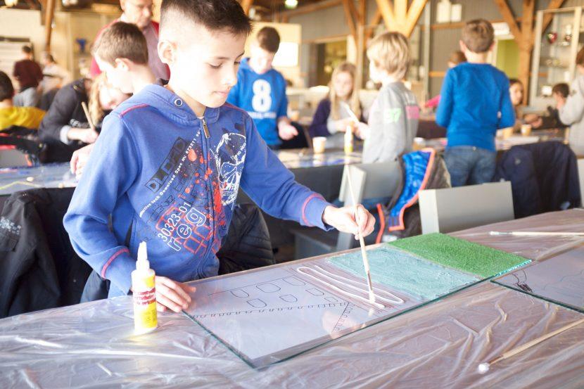 bureau SLA maakte met 600 kinderen uit de buurt een groot glazen kunstwerk. Het eens geheime forteiland wordt zo mentaal weer teruggegeven aan de regio. De stad is vol kunstenaars.